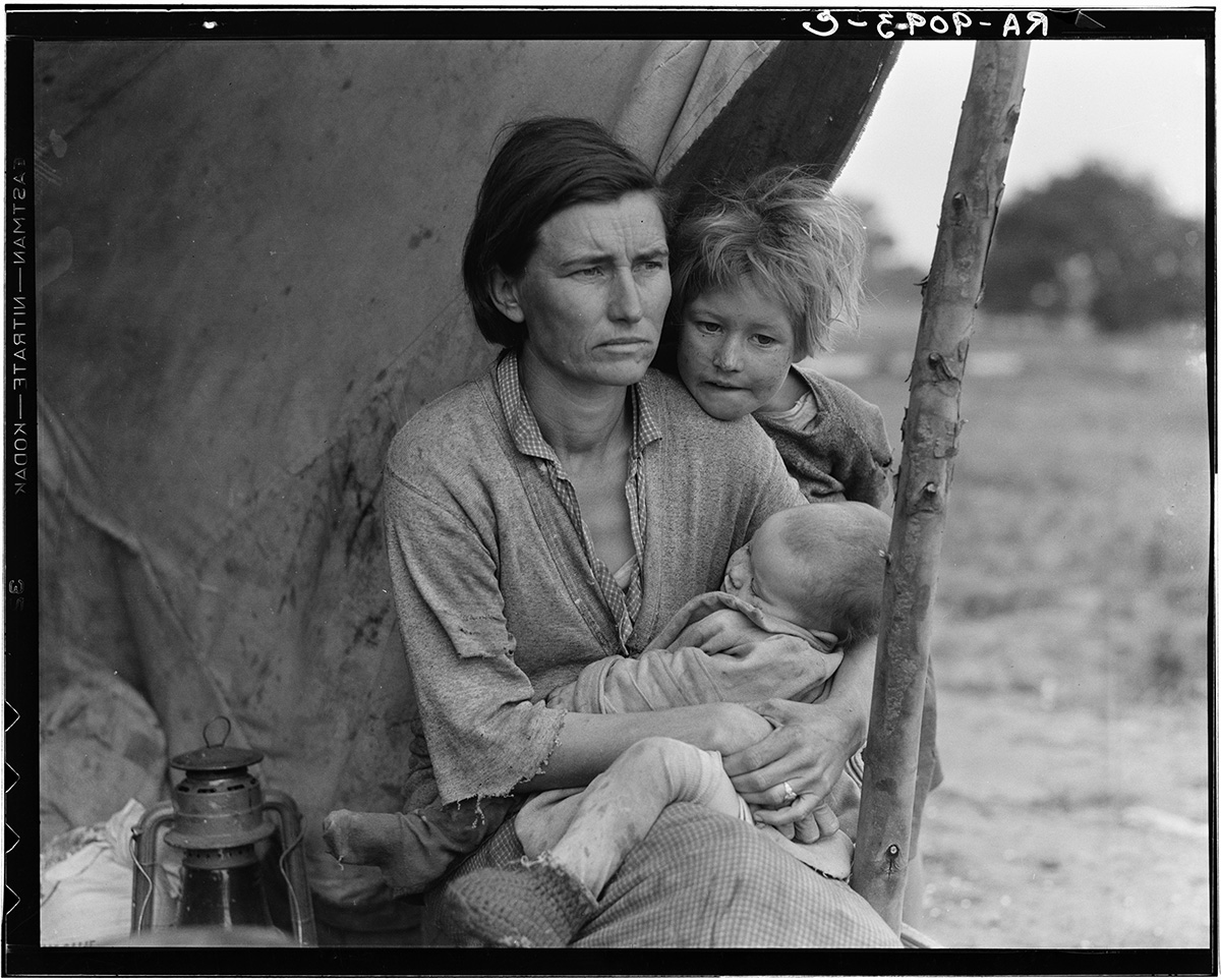 Dorothea Lange - Destitute pea pickers in California. Mother of seven children. Age thirty-two. Nipomo, CA 1936 02 lg