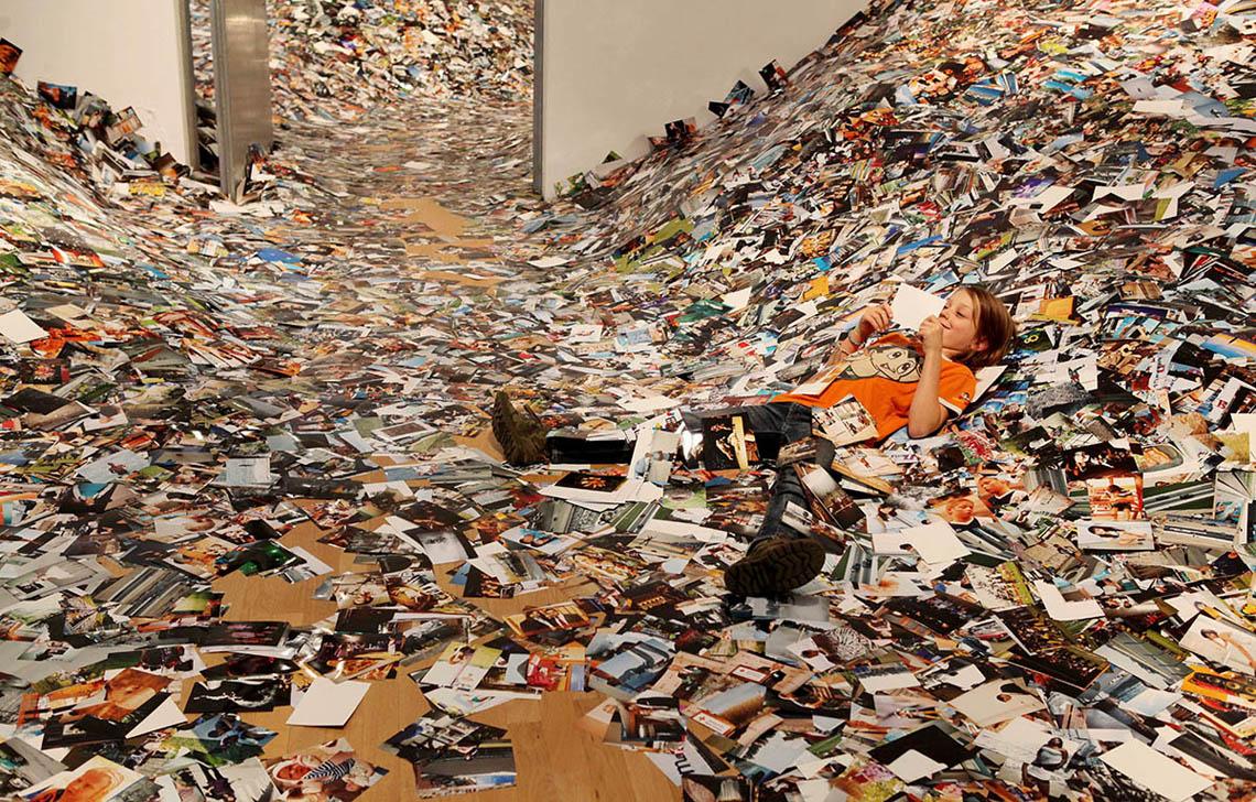Erik Kessels - 24 hours of photos